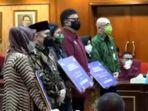 MenPAN RB Serahkan Penghargaan dan Santunan 8 ASN yang Gugur Tangani Pandemi Covid-19
