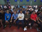 menpora-membagikan-bonus-kepada-tim-bulu-tangkis-indonesia-dikantornya_20180905_172452.jpg
