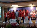menpora-ri-imam-nahrawi-saat-berfoto-bersama-lima-orang-atlet-asian-games_20180903_163111.jpg