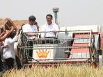 mentan-amran-di-acara-teknologi-pertanian-modern-memperingati-1-tahun-kabinet-kerja_20151027_104715.jpg