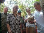 menteri-kerja-sama-dan-pembangunan-denmark-kunjungi-hutan-harapan_20170502_114205.jpg