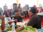 menteri-pertanian-andi-amran-sulaiman-batik_20151102_141416.jpg