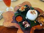 menu-bebek-goreng-di-bale-udang-mang-engking-satu-warung-makan-legendaris-di-bali.jpg