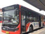 metrotrans-sedang-menunggu-penumpang-di-harmoni-untuk-menuju-bundaran-senayan_20171121_122643.jpg