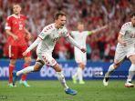 mikkel-damsgaard-merayakan-setelah-mencetak-gol-pertama-timnya.jpg