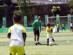 milo-football-clinic-day-seri-kedua-latih-600-siswa-sekolah-dasar-mengenai-teknik-dasar-sepak-bola_20161029_180627.jpg