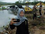 miris-media-inggris-soroti-warga-indonesia-yang-narsis-dan-asyik-foto-selfie-tsunami-banten.jpg