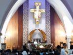 misa-malam-natal-pertama-di-gereja-santa-c.jpg