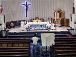 misa-online-malam-paskah-di-gereja-santa-theresia-jakarta_20200411_204428.jpg