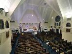 misa-online-malam-paskah-di-gereja-santa-theresia-jakarta_20200411_205135.jpg