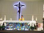 misa-online-malam-paskah-di-gereja-santa-theresia-jakarta_20200411_205647.jpg