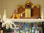 misa-online-malam-paskah-di-gereja-santa-theresia-jakarta_20200411_205732.jpg