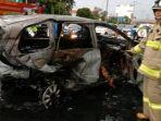 mobil-avanza-hangus-terbakar-usai-alami-kecelakaan-di-tol-dalam-kota.jpg