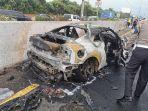 mobil-kecelakaan-dan-terbakar-di-tol.jpg