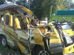 mobil-travel-kecelakaan_20170619_100133.jpg