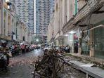 mobil-yang-rusak-akibat-tertimpa-puing-bangunan-g.jpg