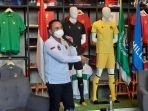 mochamad-iriawan-saat-menjelaskan-filosofi-jersey-ketiga-timnas-indonesia.jpg