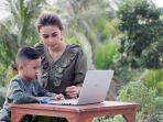 mom-and-kids-menjaga-kesehatan-mata-anak-selama-belajar-daring_20200930_134715.jpg
