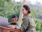 mom-and-kids-menjaga-kesehatan-mata-anak-selama-belajar-daring_20200930_134752.jpg