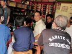 Momen Anies Makan di Warkop, Warga Tak Sadar Ia Gubernur DKI hingga Didoakan Cepat Dapat Eselon