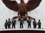 monumen-pancasila-sakti-lubang-buaya_20150929_171541.jpg