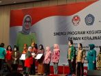 mufidah-jusuf-kalla-buka-sinergi-program-dekranas-di-sumsel_20180511_214316.jpg
