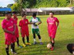 muhammad-yusuf-zulfikar-saat-foto-bersama-dengan-para-pemain-peling-united.jpg