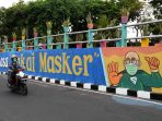 mural-imbauan-bermasker-hiasi-viaduk-di-kawasan-ketabang-kali_20201018_221739.jpg
