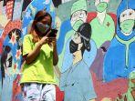 mural-selamatkan-bumi-kita-dari-corona-di-kota-bandung_20201206_221731.jpg