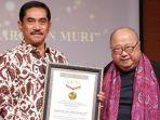 museum-rekor-indonesia-memberikan-penghargaan-kepada-suhardi-alius_20180921_060520.jpg