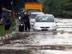 musim-hujan-datang-banjir-kembali-terjang-gedebage-bandung_20191227_220518.jpg