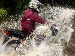 musim-hujan-datang-banjir-kembali-terjang-gedebage-bandung_20191227_220929.jpg