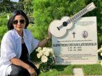 Datangi Makam Glenn Fredly Tepat Setahun Meninggalnya Sang Suami, Mutia Ayu: Saya Merasa Kehilangan