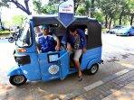 naik-bajaj-gratis-bagi-warga-jakarta_20150818_205649.jpg