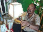 nana-suryana-pengrajin-lampu-lampion_20210309_124125.jpg