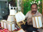 nana-suryana-pengrajin-lampu-lampion_20210309_124221.jpg