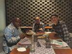 Kritik Foto Abu Janda Satu Meja dengan Natalius Pigai, Ketua DPP KNPI: Aneh Sekali
