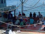 nelayan-kapal-vietnam.jpg