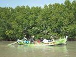 nelayan-pesisir-mangunharjo.jpg