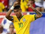 neymar-angkatduatangannne_20150909_122123.jpg
