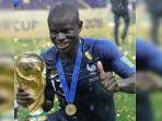Garang di Lapangan tapi Malu Saat Pegang Trofi Piala Dunia 2018, Inilah 5 Sisi Unik N'Golo Kante
