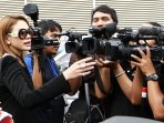 nikita-mirzani-diburu-wartawan_20151215_000327.jpg