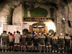 nilah-masjid-baabul-munawwar-tempat-salat-tarawih-para-pekerja-freeport-indonesia.jpg
