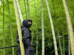 ninja-di-semak-belukar-hutan-bambu.jpg