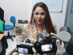 nita-thalia-ajak-wartawan-kunjungi-pabrik-dqueena-cosmetic_20200910_153751.jpg