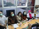 nita-thalia-ajak-wartawan-kunjungi-pabrik-dqueena-cosmetic_20200910_154915.jpg
