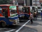 ojek-online-mebuat-penurunan-pendapatan-angkutan-umum_20151013_162918.jpg