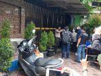 Tangis Keluarga Pegawai Kafe Tak Terbendung Saat Tahu Anggota Keluarganya Jadi Korban Penembakan
