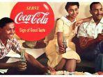orang-orang-menikmati-coca-cola.jpg