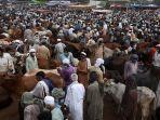 Idul Adha 2020: PM Pakistan Peringatkan Kemungkinan Lonjakan Infeksi Virus Corona